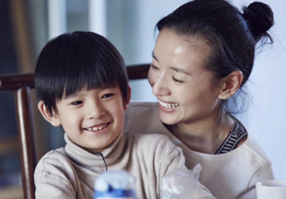 潘粤明零点为12岁儿子庆生,连续8年以相同...